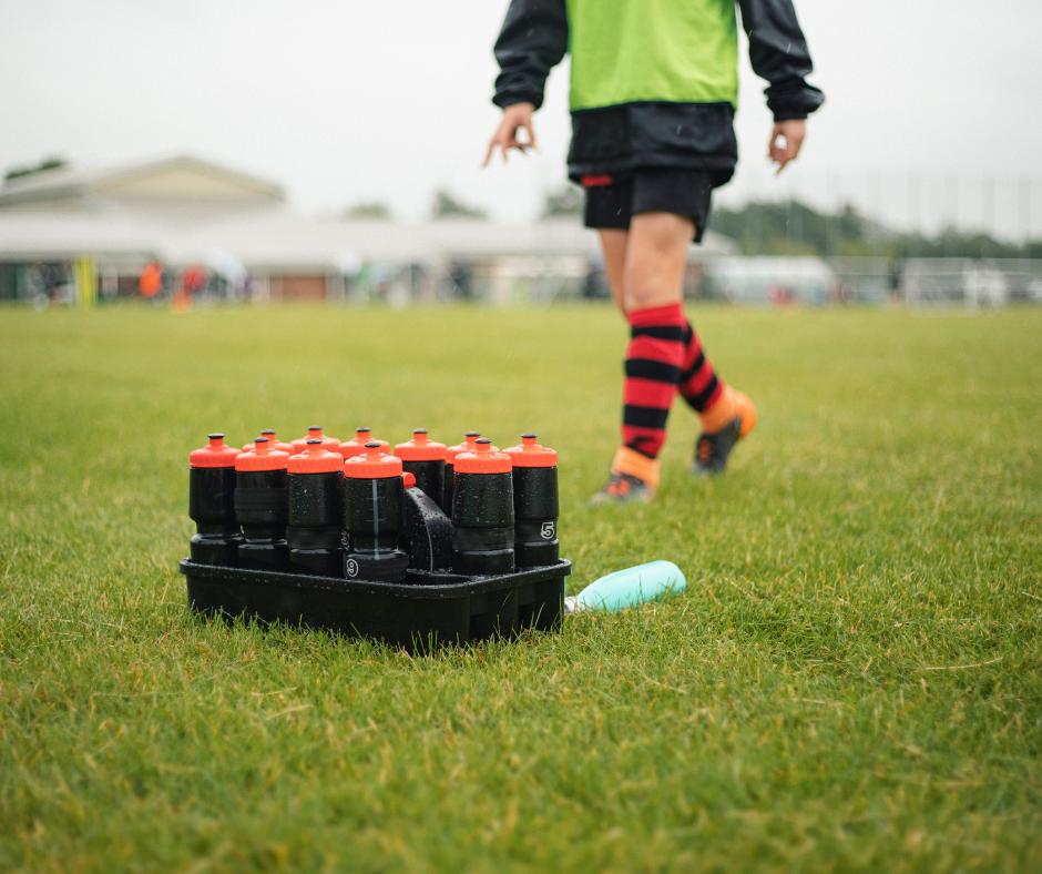 L'hydratation et la nutrition d'un footballeur pendant un match.  Ou de manière plus générale, comment s'hydrater et apporter de l'énergie à son corps lors d'un effort court, qui ne dépasse pas 1h30 ?